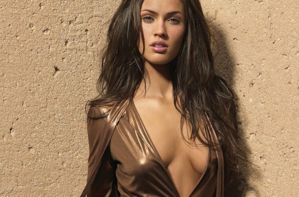 Макияж для темных волос и коричневого платья