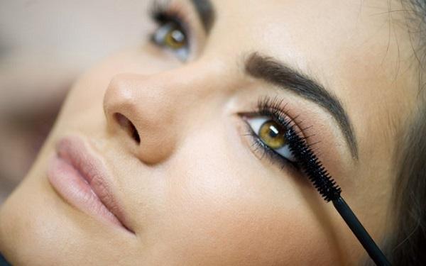 Нанесение макияжа для каре-зеленых глаз