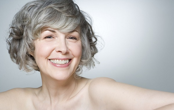 Сдержанные тона в макияже для женщины в возрасте