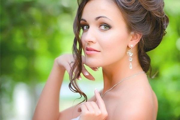 Свадебный макияж для зеленых глаз и темных волос