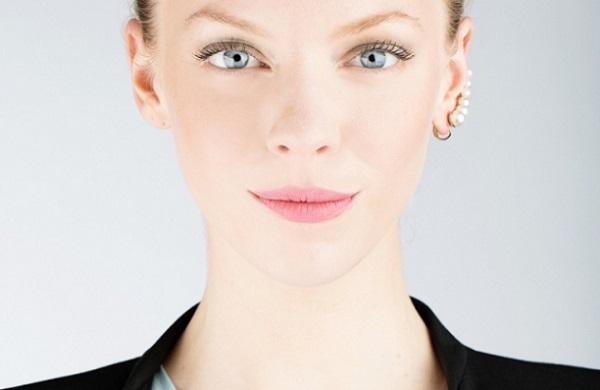 Вариант дневного макияжа для серых глаз