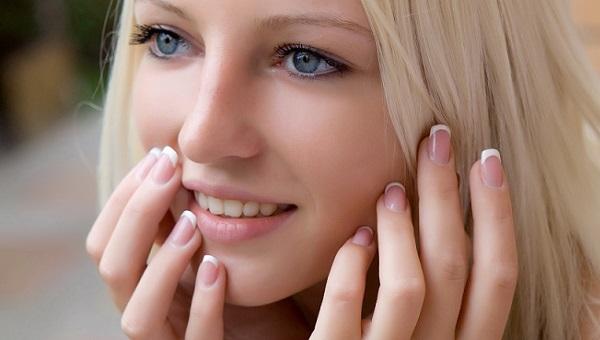 Вариант естественного макияжа голубых глаз
