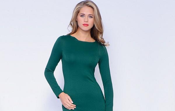 Вариант макияжа для зеленого платья