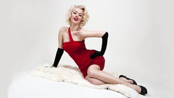 Вариант макияжа в стиле стиля для блондинки