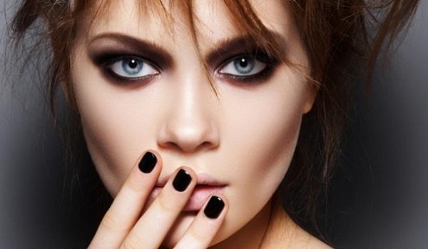В рок-макияже акцент делается на глаза