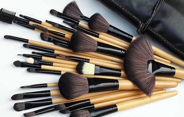 Для качественного макияжа нужен правильный набор кистей