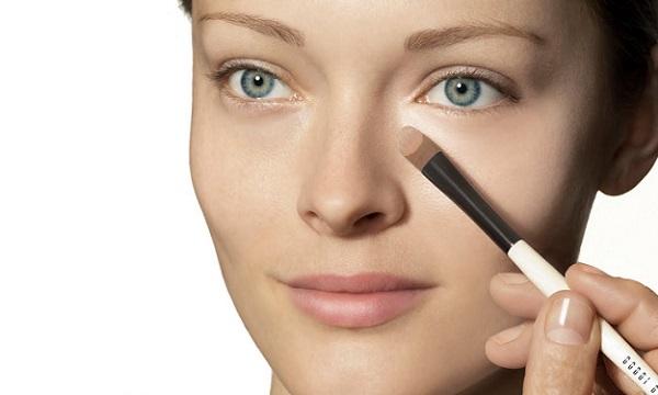 В естественном макияже можно использовать корректор