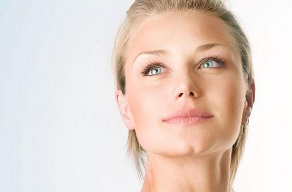 Нежный макияж выполняется в естественных тонах