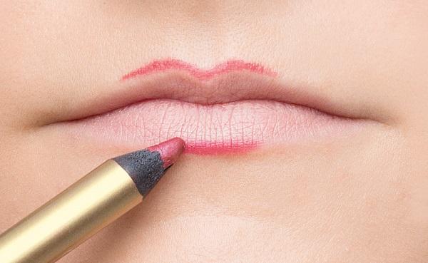 Для придания объемности подходит розовый карандаш