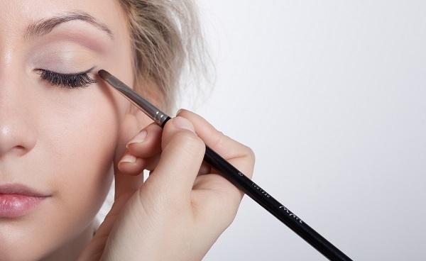 В повседневном макияже могут использоваться стрелки