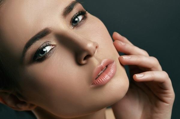 Брови должны гармонировать с остальным макияже