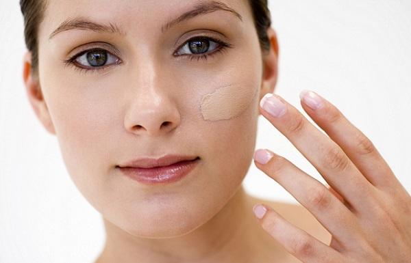 Тональный крем используется для подготовки лица перед нанесением макияжа