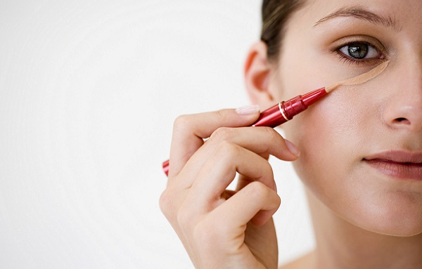 Консилер поможет замаскировать недостатки на коже