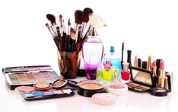 Набор косметических средств необходим для выполнения качественного макияжа