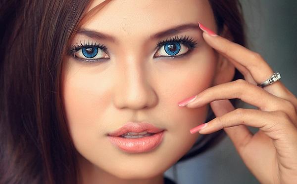 Дневной и вечерний макияж для круглого лица отличаются различной контрастностью