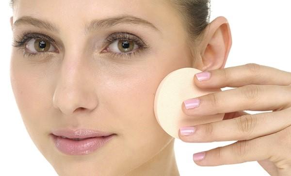 Для нанесения крема лучше использовать спонж
