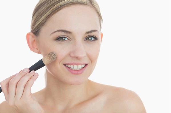 Правильно нанесенный тональный крем - залог стойкого макияжа
