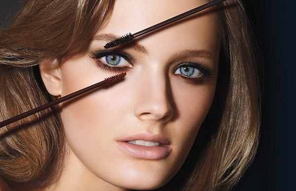 Для ресниц можно использовать черную тушь, но лучше накрасить коричневой
