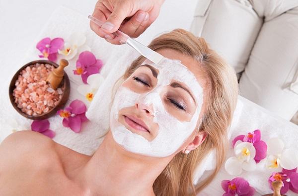 Восстановить состояние кожи помогут маски из белой глины