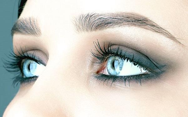 Сделать лицо более худым поможет верно подобранная форма бровей