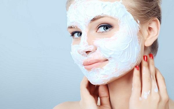Маска обеспечивает чувствительной коже должный уход и защищает от повреждений