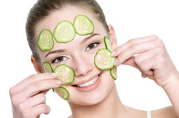 Снять отеки на лице можно с помощью маски из овощей