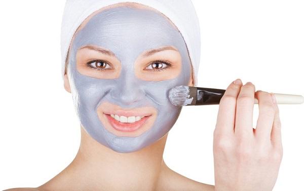 Не менее эффективными являются маски из голубой глины