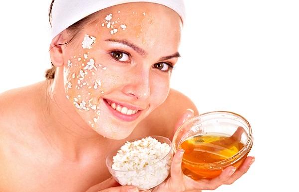 Для большей эффективности маски из овсянки к ней добавляют мед