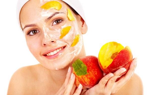 Маска из персиков является одной из эффективных для ухода за кожей лица