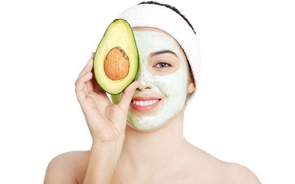 Комплексного воздействия на кожу можно добиться с применением маски на основе авокадо
