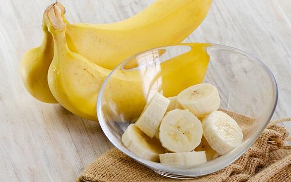 Сделав маску из бананов, Вы сможете добиться омолаживающего эффекта