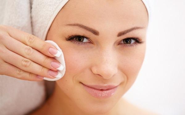 Перед применением корректора кожу следует очистить и увлажнить
