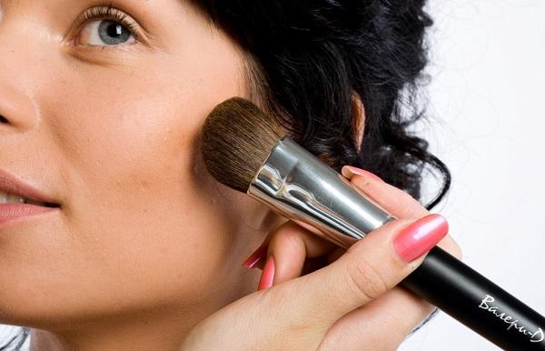 Верно подобранный цвет пудры сделает лицо более узким
