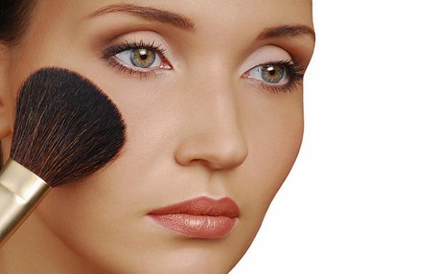 Румяна применяются для коррекции любой формы лица