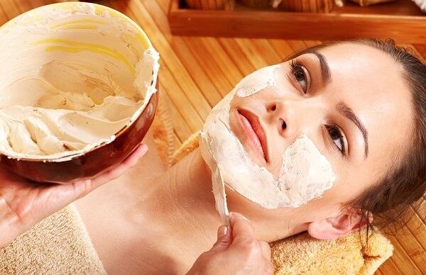 Маска на основе творога с медом окажет тонизирующий эффект на кожу лица