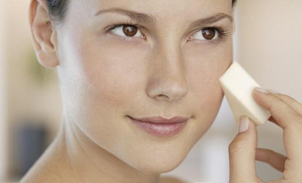 Для каждого типа кожи следует подбирать правильную основу для макияжа