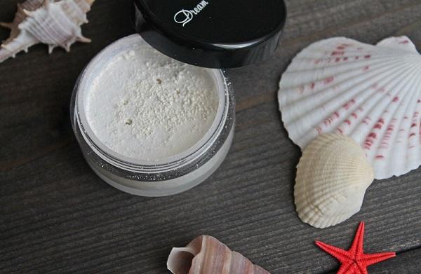 Полезным и эффективным компонентом для масок является жемчужная пудра
