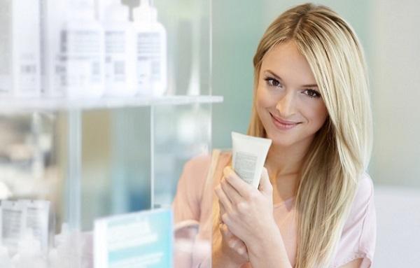 Проблемная кожа лица требует ухода лечебной косметикой из аптеки