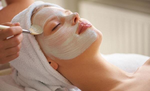 Незаменимым средством для ухода за лицом являются маски