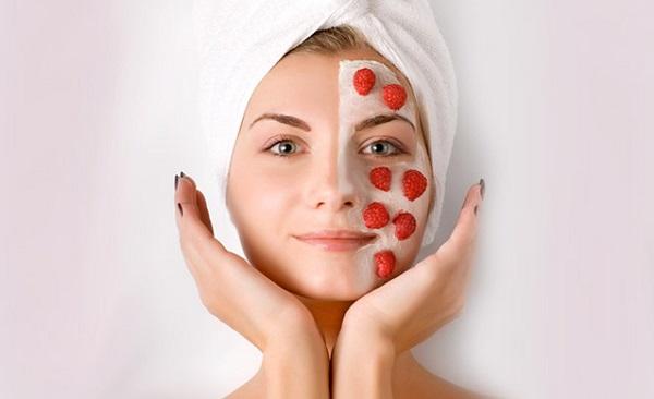 Для летней маски можно использовать свежие ягоды, а ее приготовление не отнимет много времени