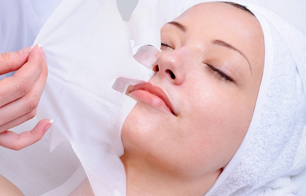 В отличие от обычной маски, тканевую маску не нужно смывать