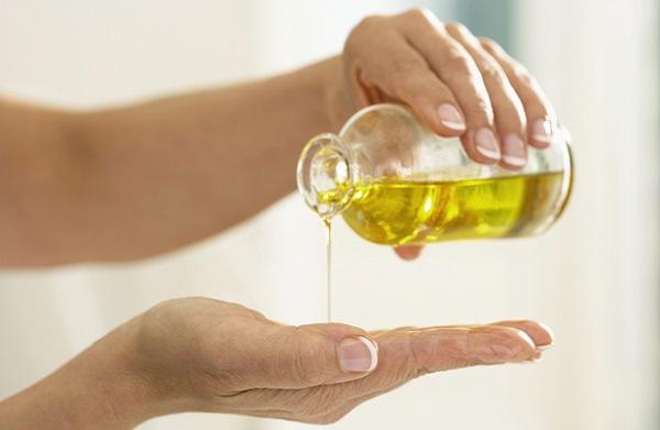 Для ухода за кожей рекомендовано использовать нерафинированное масло